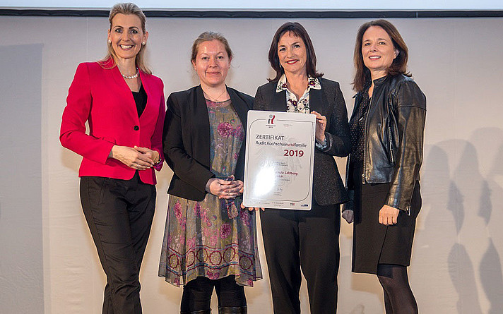 "Federal Minister Christine Aschbacher presents the ""hochschuleundfamilie"" certificate to Cornelia Rieß, Head of Quality Management & Organizational Development, Doris Walter, Managing Director of Salzburg University of Applied Sciences and Sabine Leitner, Head of Human Resources & Law."